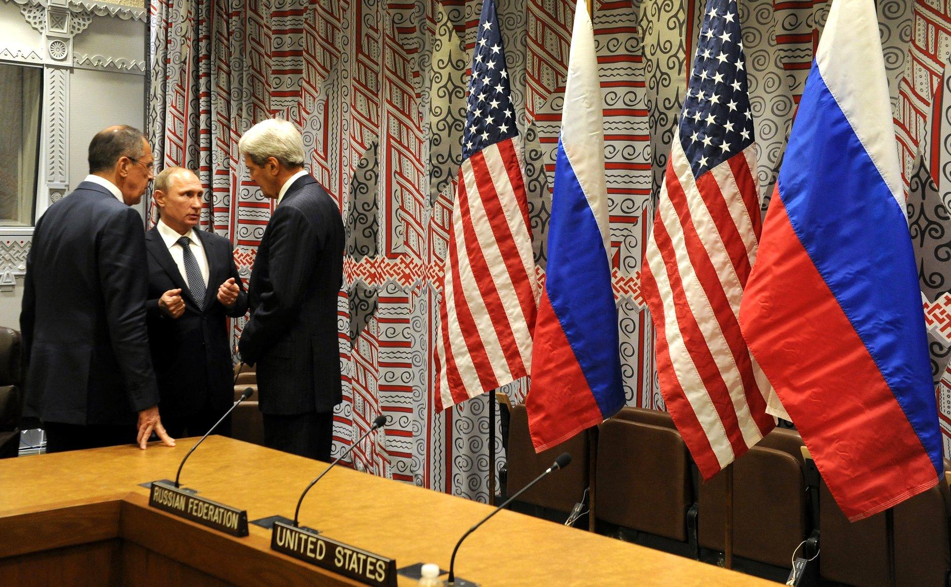 Légende V.Poutine, S.Lavrov et J.Kerry en pleine discussions sur le conflit syrien.