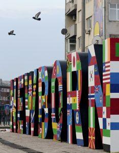 Le monument Newborn inauguré en 2008 à Pristina, la capitale kosovare.