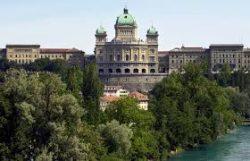 Le parlement suisse, centre des débats sur l'immigration en Suisse
