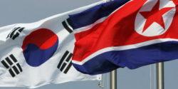 Les deux drapeaux, Sud et Nord coréens hissés sur le site olympique de Pyeongchang.