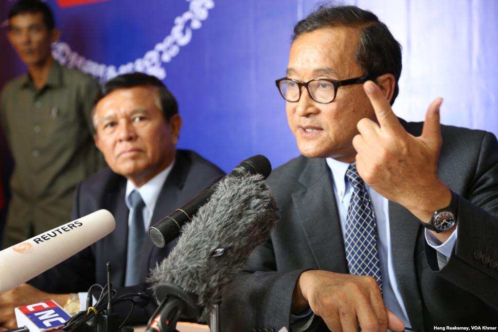 Kem Sokha et Sam Rainsy, leaders de l'opposition cambodgienne.