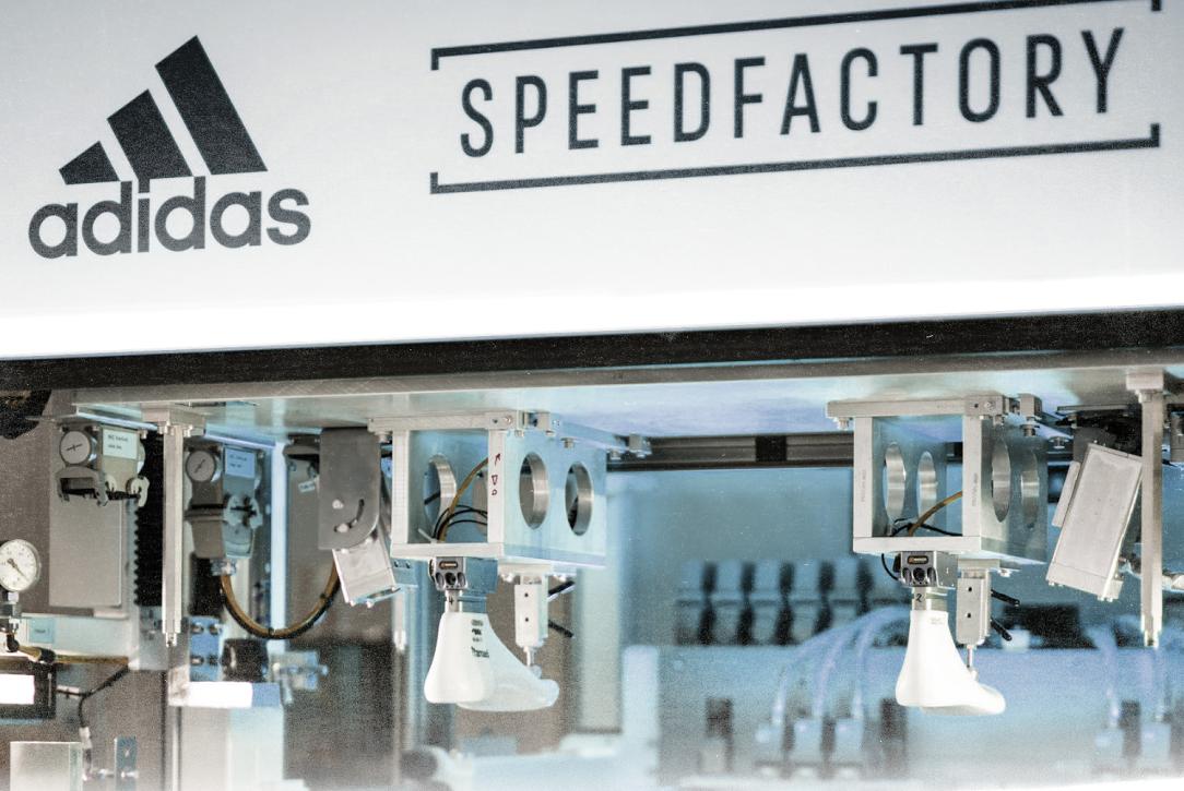 """La Speed Factory, une usine """"100% robotisée"""" à Anbach, en Bavière"""