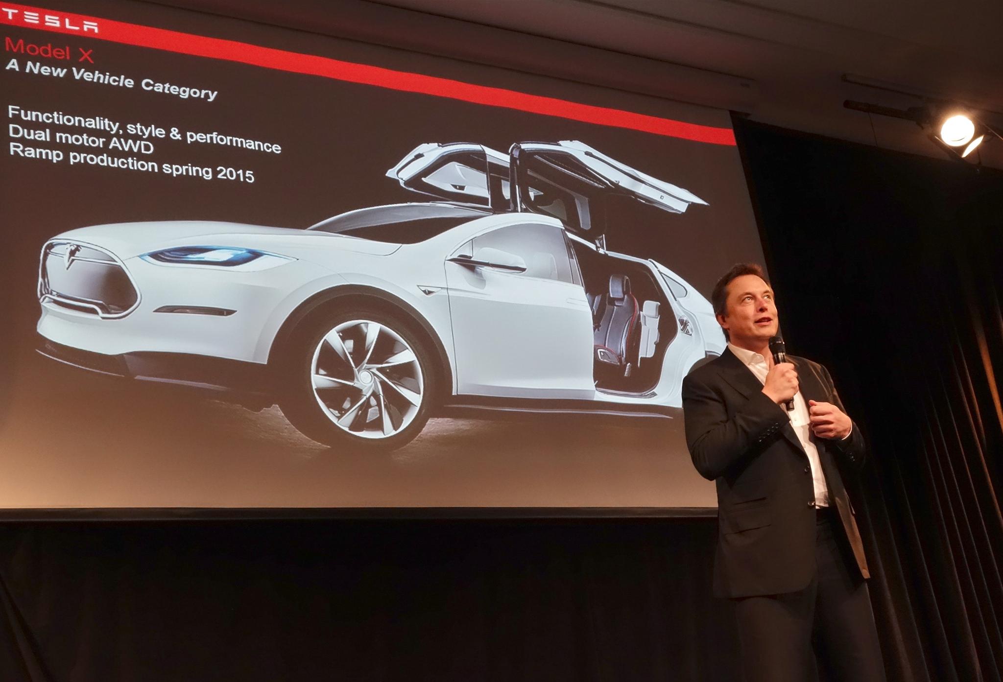 Elon Musk, PDG de Tesla, présentant le Model X.
