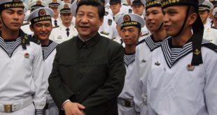 Xi Jinping entouré de marins chinois: préparation pour la guerre en mer de Chine méridionale.