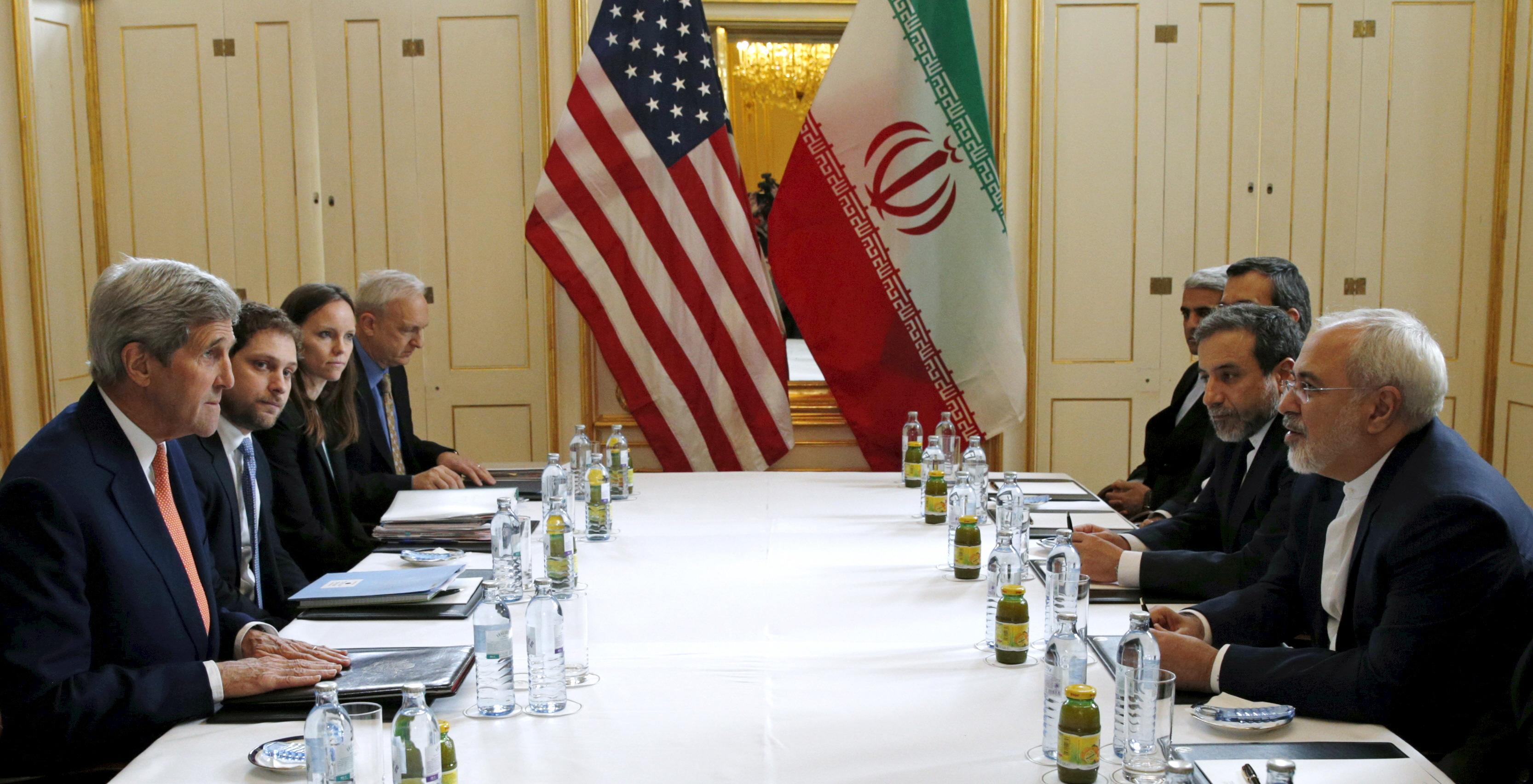 Les diplomates iraniens et américains se rencontrent pour signer l'accord sur le nucléaire.