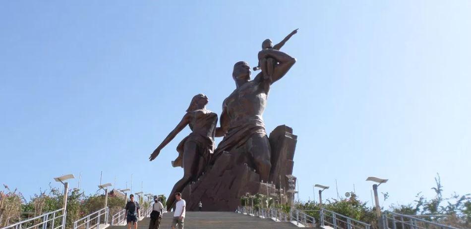 Vue du monument de la Renaissance africaine de Dakar