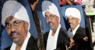 Trois portraits d'Omar El-Béchir, ex-Président soudanais, dans les manifestations de Khartoum