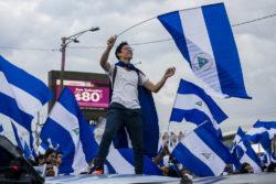 Crise politique au Nicaragua. Manifestation contre le gouvernement du président Daniel Ortega. Nouvel accord entre le gouvernement et l'opposition.