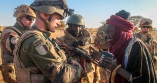 L'opération Barkhane, une intervention militaire française pour lutter contre les groupes armés terroristes de la zone