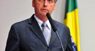 Jair Bolsonaro prononçant un discours