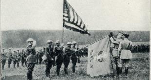 Le 104e régiment d'infanterie américain décoré par le Général Français Passaga lors de la Première Guerre mondiale.