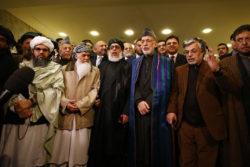 Notables afghans hostiles au gouvernement officiel et Talibans réunis à Moscou en mai 2019.