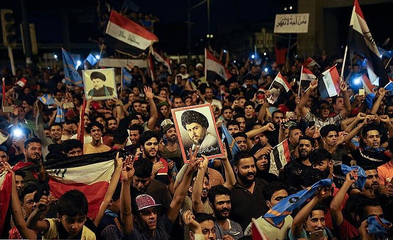 militants sadristes célébrant la victoire électorale de Moqtada al-Sadr en Irak