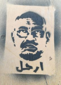 Tag anti-Omar El Bechir, durant la révolution soudanaise. Les manifestations avaient pour but de faire tomber le régime militaire de Khartoum, source d'inquiétude pour l'Egypte.