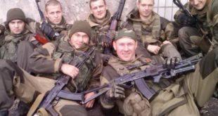 Des soldats du Groupe Wagner posent pour la photographie