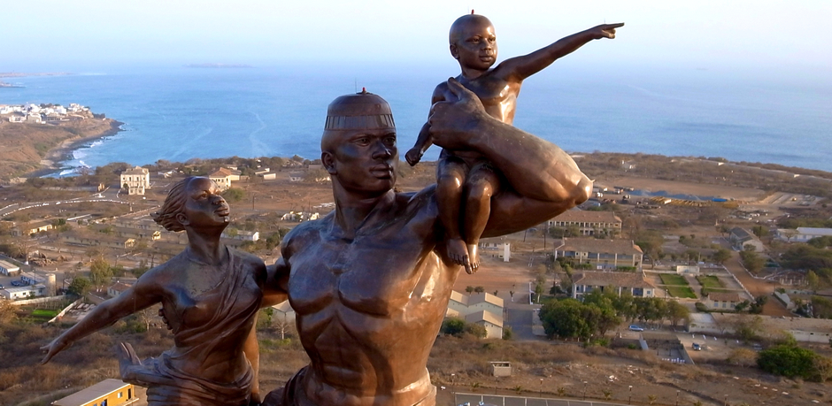 Une photographie aérienne du Monument de la renaissance africaine à Dakar