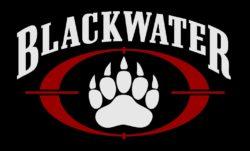Ce logo de la firme Blackwater , visuellement percutant, fut remanié en 2007. Deux années avant le changement de nom pour Xe Services LLC - qui deviendra ensuite Academi