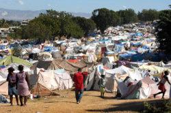Les camps de réfugiés installés par les ONG à Haïti