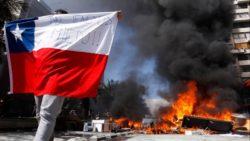 Au Chili, les manifestants demandent un changement de système économique et social.