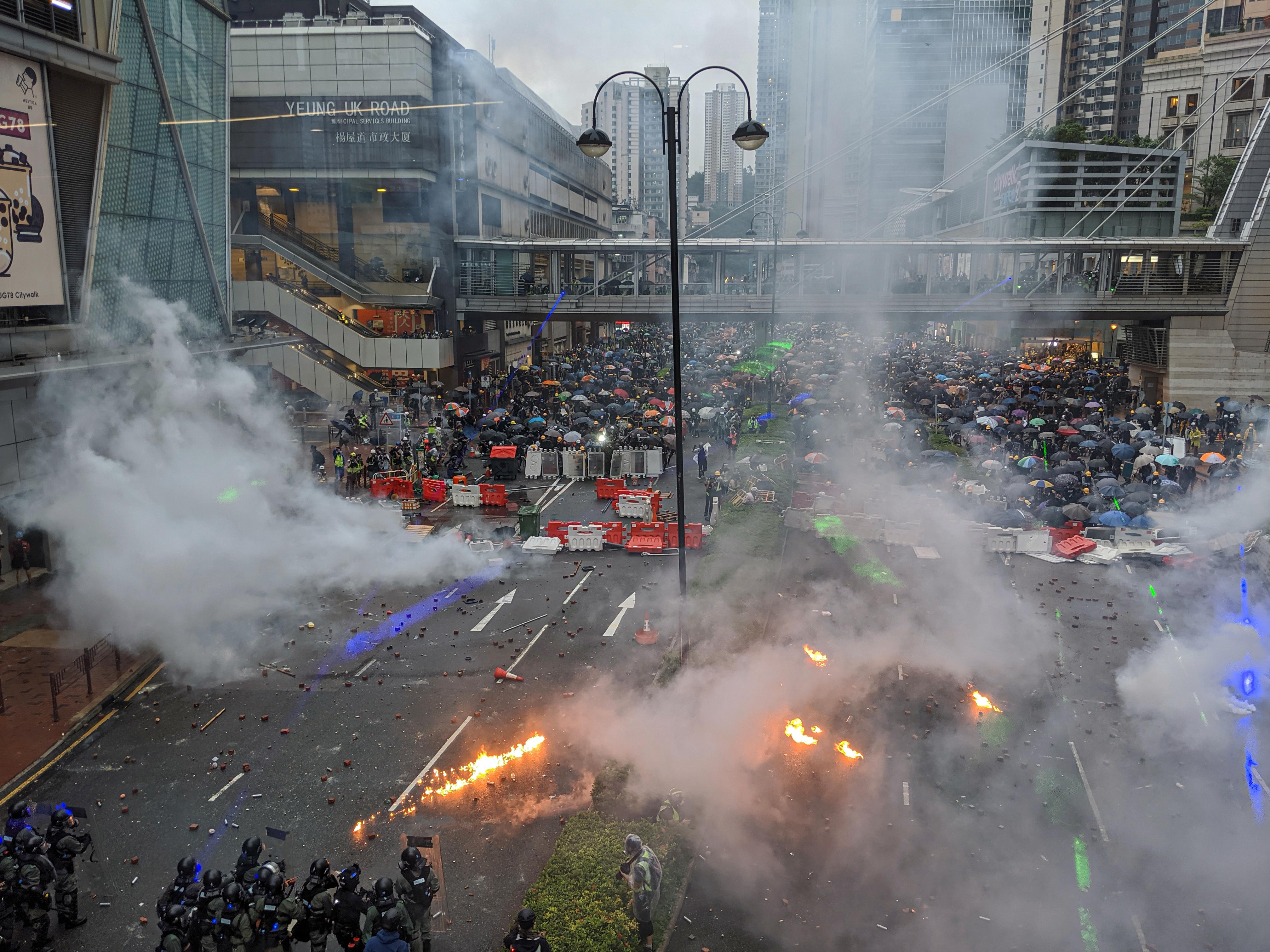Affrontements entre policiers et manifestants à Hong Kong