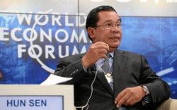 """Hun Sen lors de la session """"L'agenda de l'ASEAN"""" au Centre de Congrès lors de la réunion annuelle du Forum économique mondial à Davos, le 23 janvier 2015. Il participe à réprimer l'opposition au Cambodge."""
