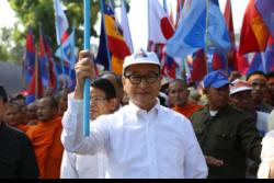 Sam Rainsy, figure de l'opposition, en 2013 lors d'une manifestation à Phnom Penh contestant la régularité des élections
