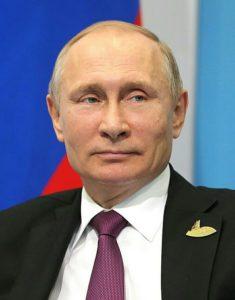 """A Paris, Vladimir Poutine a critiqué la """"décision politique"""" de l'AMA de suspendre la Russie des prochains Jeux Olympiques."""