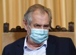 montrer que les politiques tchèques portent le masque dans l'espace public