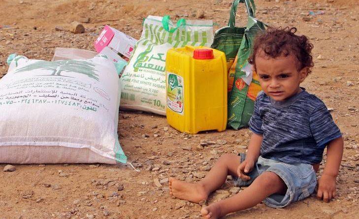 Enfant yéménite et aides humanitaires