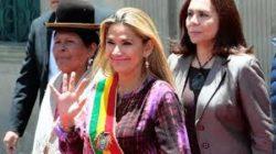 La présidente Jeanine Añez décide de se retirer de la course électorale pour ne pas diviser le pays