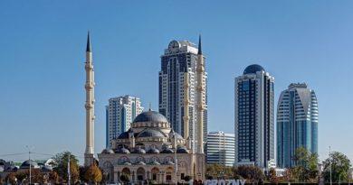 Grozny, capitale de la République tchétchène, est le lieu de villégiature du despote Kadyrov qui instrumentalise l'islam en adoptant une approche rigoriste de la religion