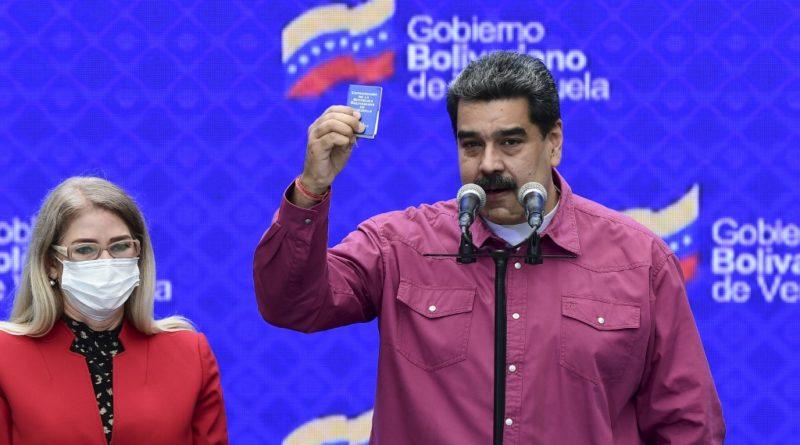 Le Président Nicolas Maduro s'exprime devant ses fidèles du PSUV le soir de l'annonce des résultats des élctions législatives