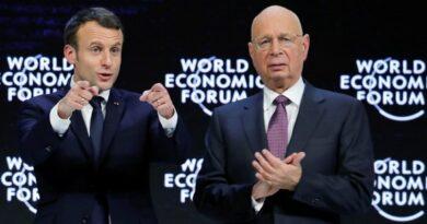 Emmanuel Macron et Klaus Schwab discutent à Davos 2021 d'un nouveau capitalisme